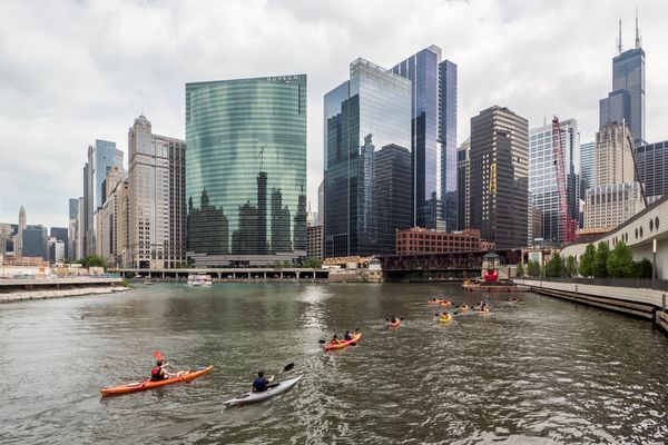 """A local might find it cheesy, but <a href=""""http://www.kayakchicago.com/tours/architectural-tour/"""">kayaking</a>is hands-"""