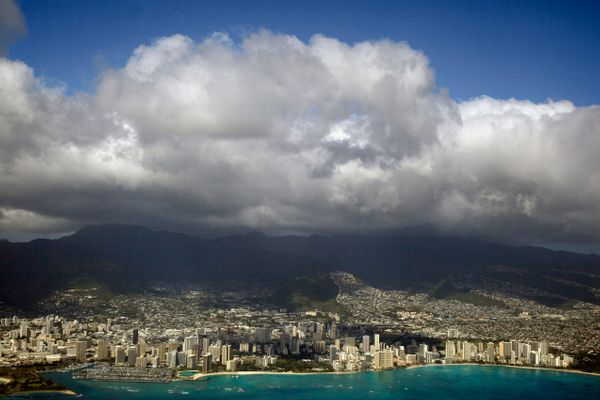 Hawaii Just Had A Record Number Of Visitors -- Here's Why