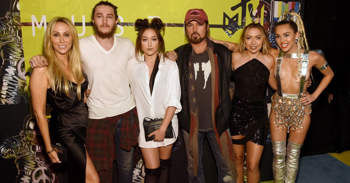The Whole Cyrus Family Hits The VMAs To Support Hostess ... Whole Cyrus Family