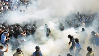 <p>Smoke rises during clashes near the parliament building in Kiev, Ukraine. </p>