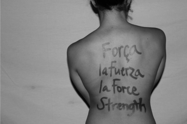"""""""Strength"""" written in Portuguese, Spanish, Frenchand English."""