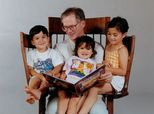 Dad Offers Brilliant Way To Read To Three Kids At A Time