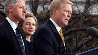 <p>Former House Majority Leader Dick Gephardt (D) wrote to Secretary of State Hillary Clinton in 2010, requesting a meeting for one of his clients.</p>