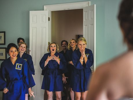 19 Bridal Party 'First Look' Photos That Capture Friendship At Its Sweetest