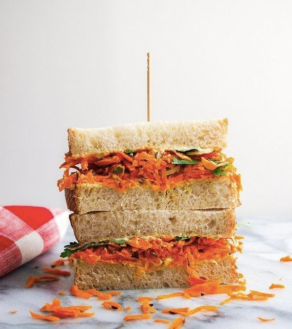 """<strong>Get the<a href=""""http://thesimpleveganista.blogspot.in/2012/10/spicy-carrot-hummus-sandwich.html"""" target=""""_blank""""> Spi"""