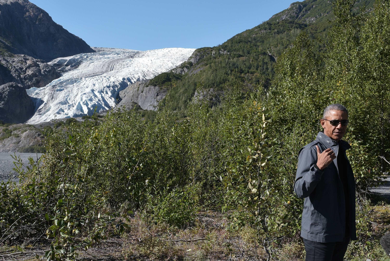 US President Barack Obama stops at a lookout while hiking near the Exit Glacier on September 1, 2015 in Seward, Alaska.  AFP PHOTO/MANDEL NGAN        (Photo credit should read MANDEL NGAN/AFP/Getty Images)