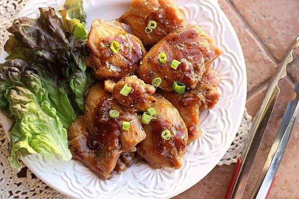 "<strong>Get the <a href=""http://www.oatmealwithafork.com/2012/09/14/3-ingredient-apple-juice-chicken/"">3-Ingredient Apple Jui"