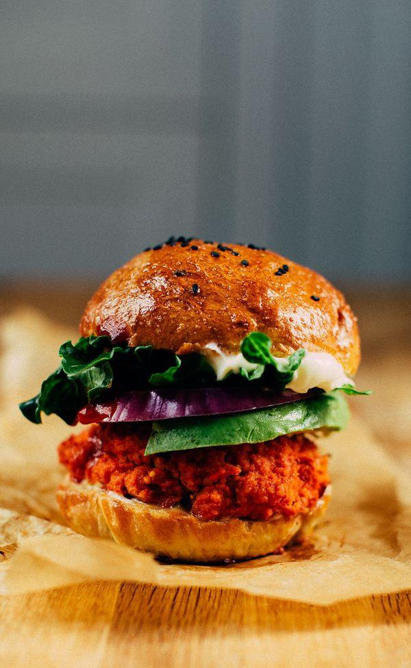 "<strong>Get the<a href=""http://www.earthyfeast.com/recipe/the-3-ingredient-veggie-burger/""> 3-Ingredient Veggie Burger recipe"