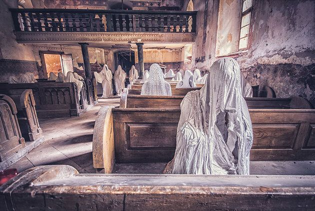 Photographer Takes Haunting Photos Of Beautiful Abandoned Places