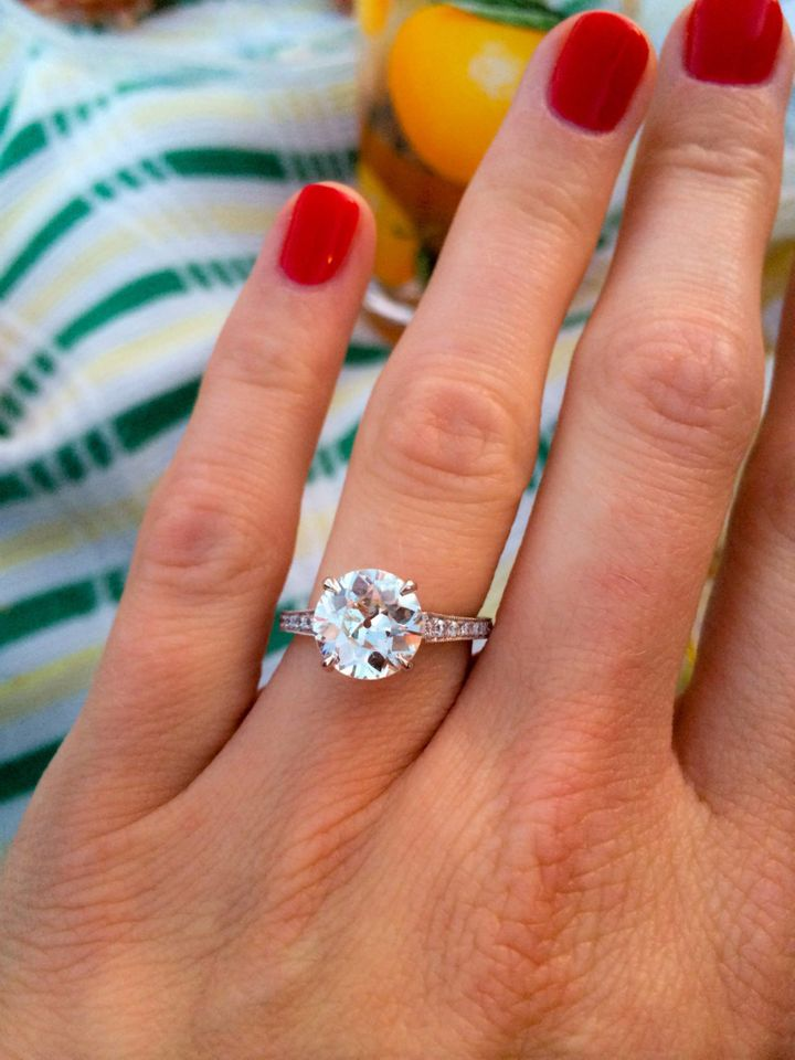 """<p><span style=""""font-family: Arial, Helvetica, sans-serif; font-size: 14px; line-height: 20px; background-color: #eeeeee;"""">Jenna's engagement ring</span></p>"""