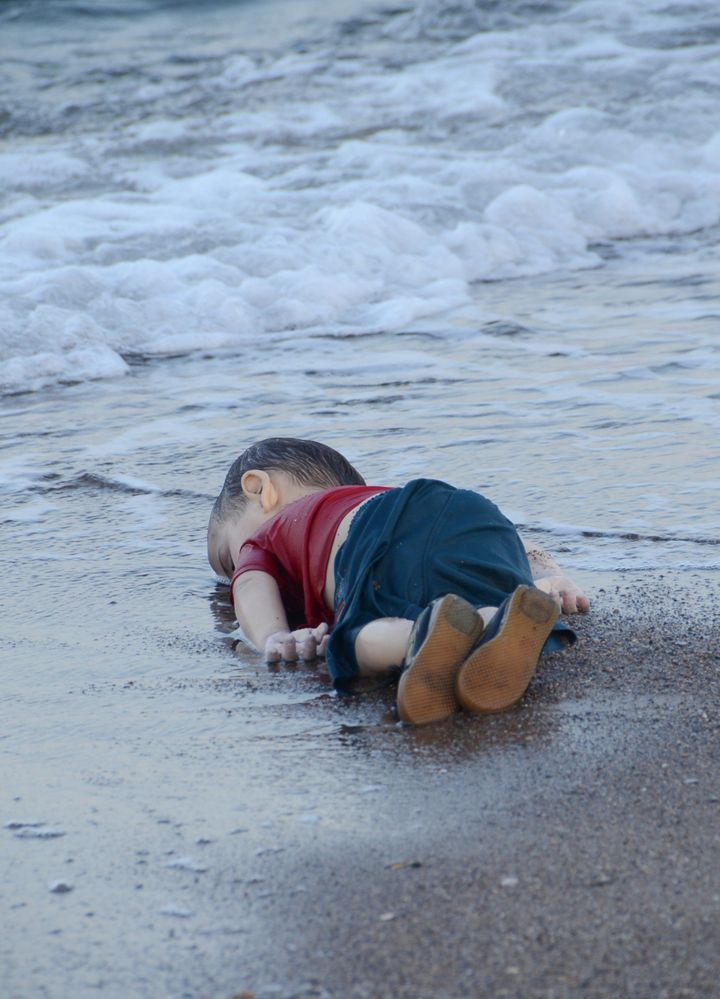 <span>The body of a Syrian child washed ashore in&nbsp;Bodrum, Turkey, on Sept. 2, 2015, after a boat carrying refugees sank