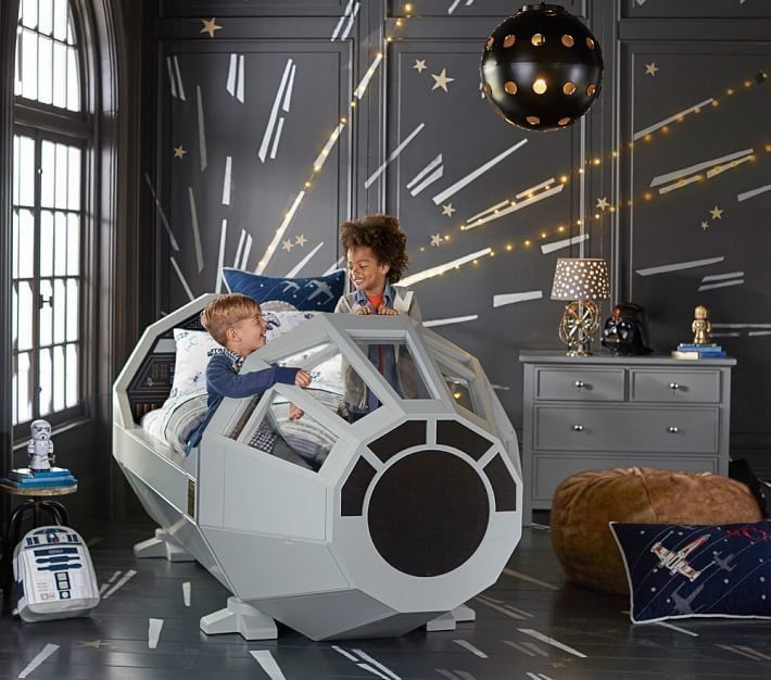 Pottery barn sells millennium falcon 39 star wars 39 bed for Interieur faucon millenium