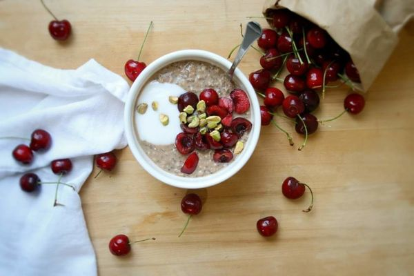 "<strong>Get the <a href=""http://vegukate.com/post.php?s=2014-06-17-cherry-cardamom-overnight-oats"" target=""_blank"">Cherry Car"