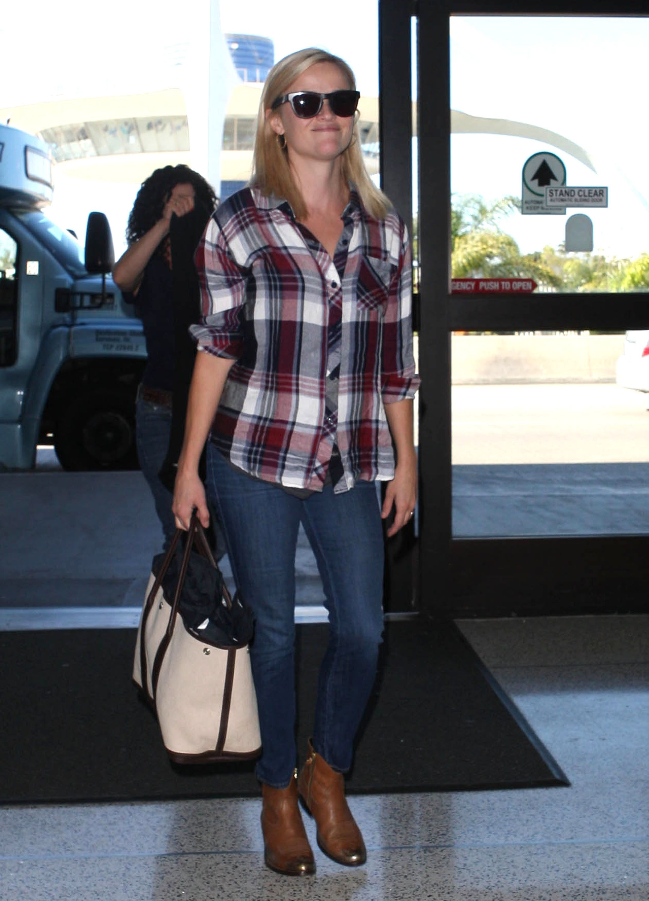 51209609 'Devils Knot' actress Reese Witherspoon departing on a flight at LAX airport in Los Angeles, California on September 16, 2013. FameFlynet, Inc - Beverly Hills, CA, USA - +1 (818) 307-4813
