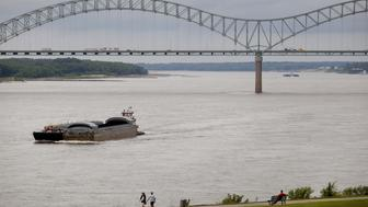 A barge moves along the Mississippi River towards the Hernando de Soto bridge in Memphis, Tennessee, U.S., on Monday, Aug. 18, 2014. The U.S. Bureau of Economic Analysis is expected to release gross domestic product (GDP) data for the second quarter of 2014 on Aug. 28. Photographer: Andrea Morales/Bloomberg via Getty Images