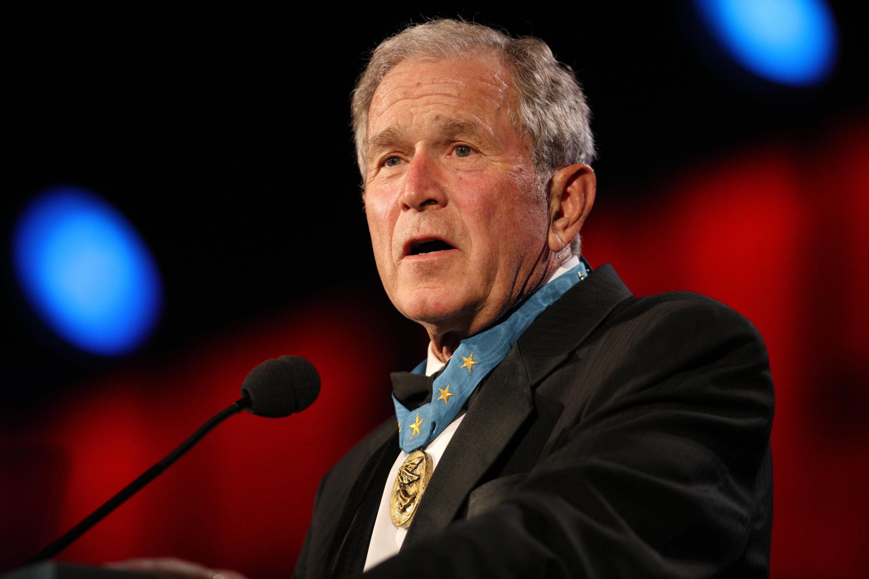 George Walker Bush nació el 6 de julio de 1946 en el hospital GraceNew Haven cuyo nombre actual es YaleNew Haven de New Haven una ciudad del estado de
