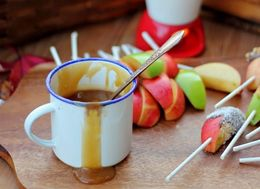 Set Up A DIY Caramel Apple Bar, The Best Reason To Welcome Fall