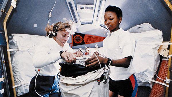 Mission specialist N. Jan Davis works with Mae Jemison whilein orbit.