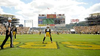 CLEVELAND, OH - SEPTEMBER 7, 2014: Kick returner Dri Archer #13 of the Pittsburgh Steelers prepares for the opening kickoff a game against the Cleveland Browns on September 7, 2014 at Heinz Field in Pittsburgh, Pennsylvania. Pittsburgh won 30-27. (Photo by Nick Cammett/Diamond Images/Getty Images)