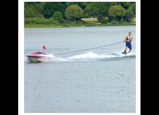 Don't let those naysayers tell you that you need to have friends to go water-skiing. How could attaching yourself to an unman