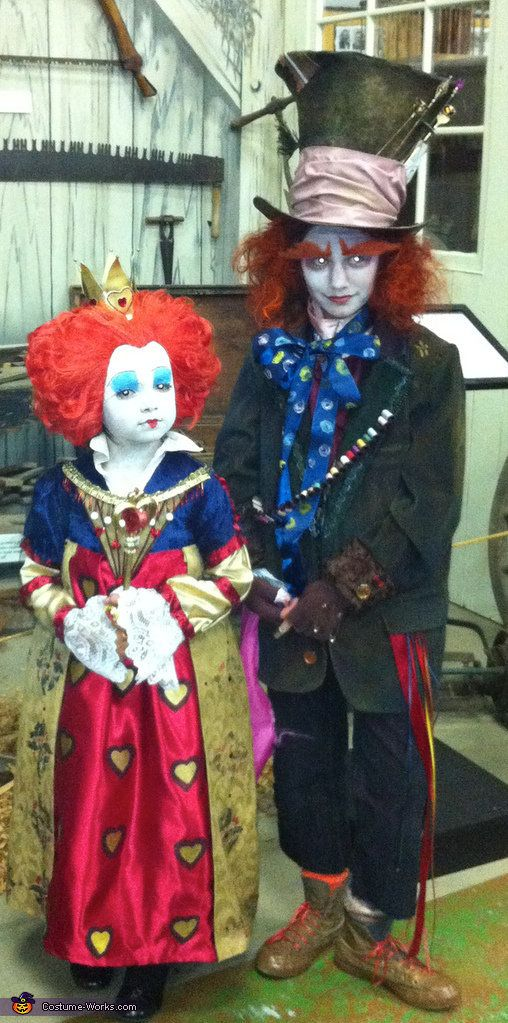 "<a href=""http://www.costume-works.com/costumes_for_kids/the_mad_hatter_and_the_queen-3.html"">via Costume Works</a>"