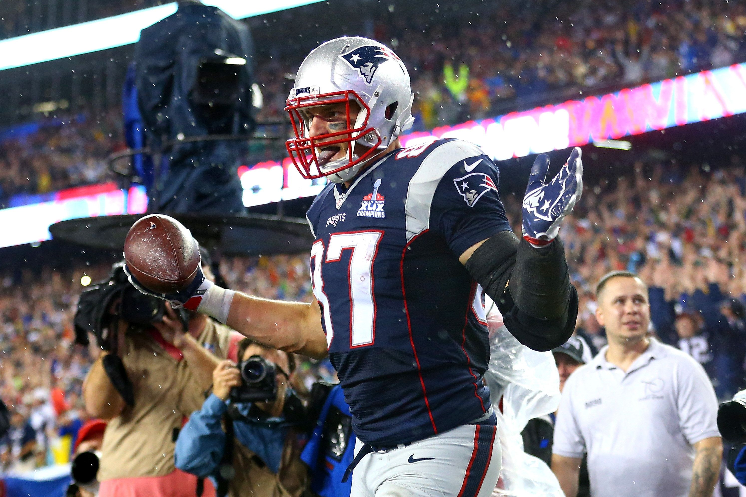 Patriots tight end Rob Gronkowski scored three touchdowns on Thursday night, helping New England to defeat the Steelers in the NFL season opener.
