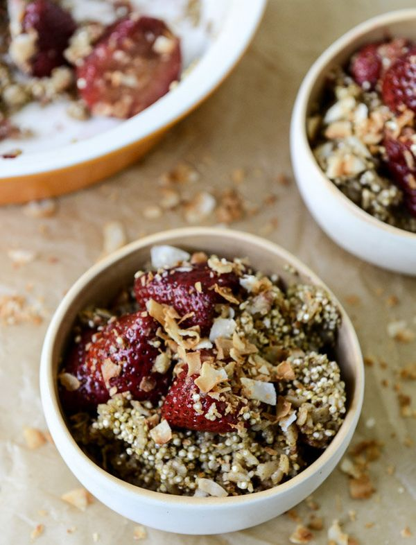 """<strong>Get the <a href=""""http://www.howsweeteats.com/2013/05/crunchy-quinoa-baked-oatmeal-with-caramelized-strawberries-and-t"""