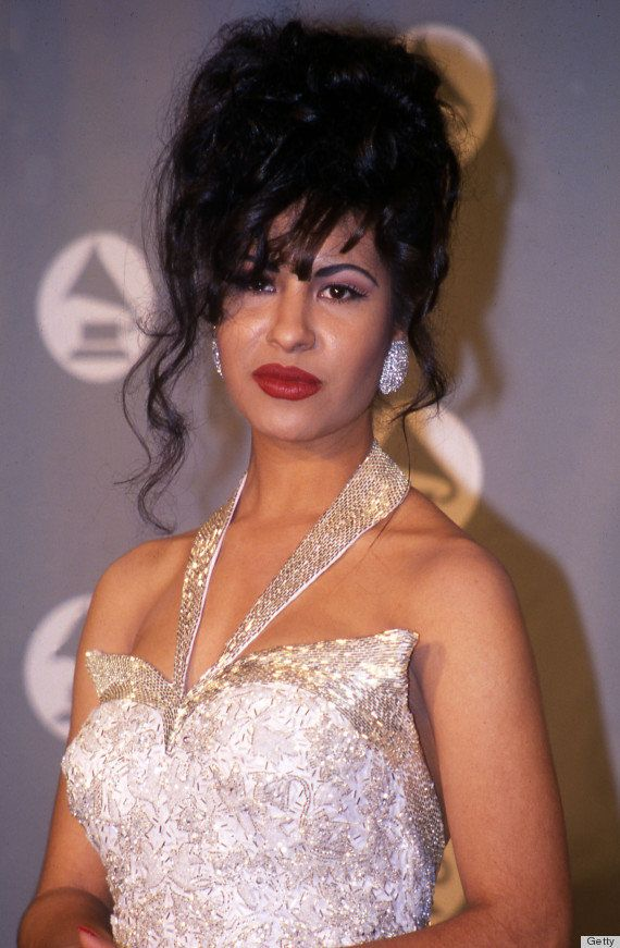 The Latina beauty amped up her white Grammys ensemble with bold red lips.