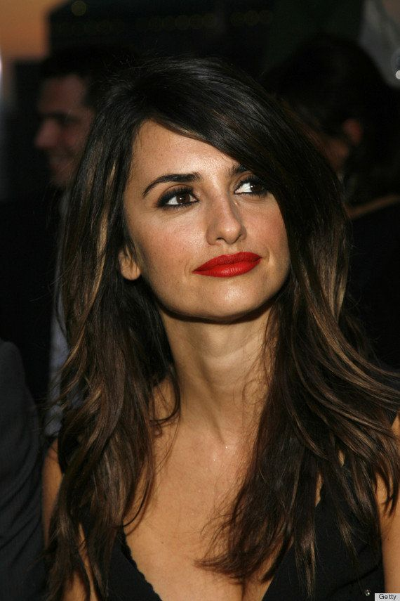 Cruz achieves the perfect seductive look with dark hair, deep eyes and scene-stealing red lips.