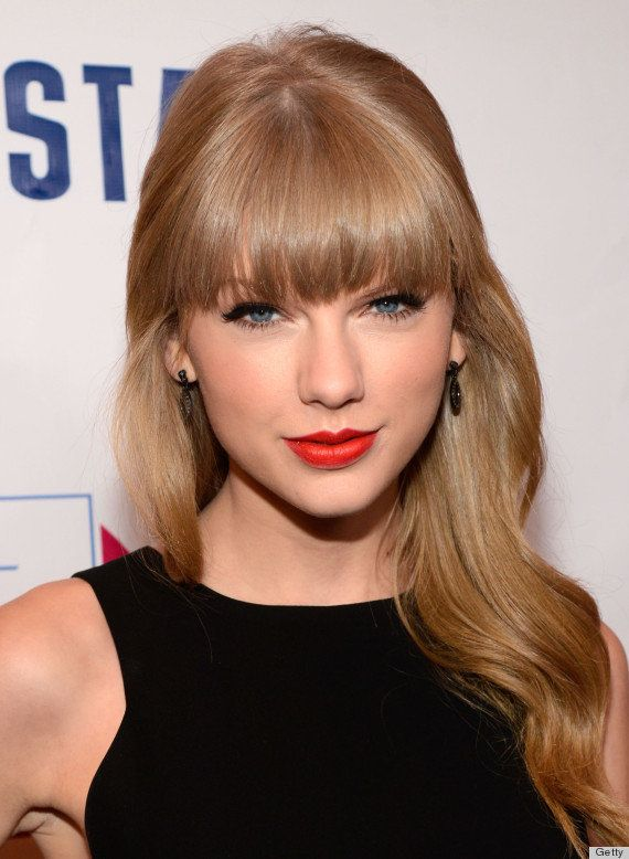 The girlish singer always makes sure to exude sophistication on the red carpet with her signature red lips.