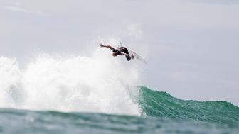 Kelly Slater wowed his fans with a mid-air stunt at the 2015 Hurley Pro surf contest.
