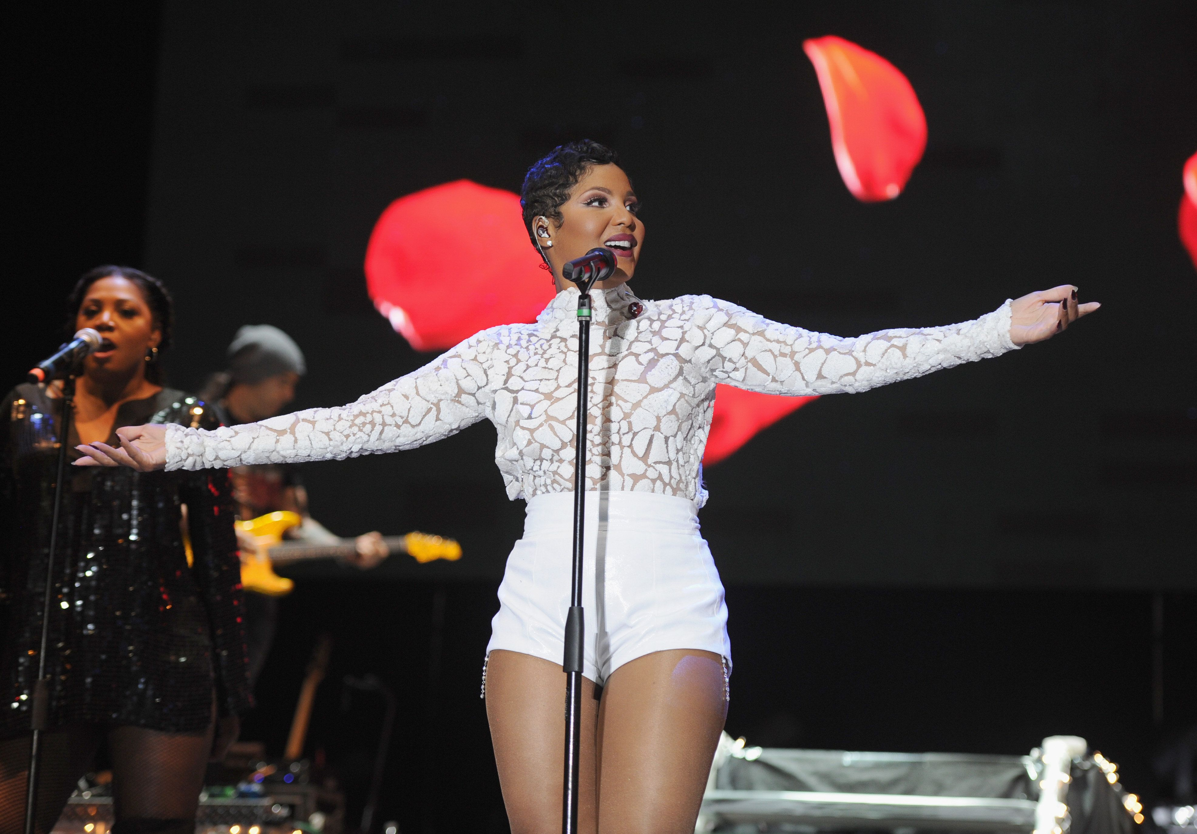 MIAMI GARDENS, FL - MARCH 21:  Toni Braxton performs onstage at the 10th Annual Jazz  in The Gardens: Celebrating 10 Years of Great Music at Sun Life Stadium on March 21, 2015 in Miami Gardens, Florida.  (Photo by Larry Marano/Getty Images for Jazz in the Gardens)