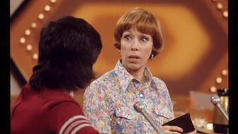 PASSWORD - Show Coverage - Shoot Date: January 25, 1972. (Photo by ABC Photo Archives/ABC via Getty Images) L-R: CONTESTANT;CAROL BURNETT