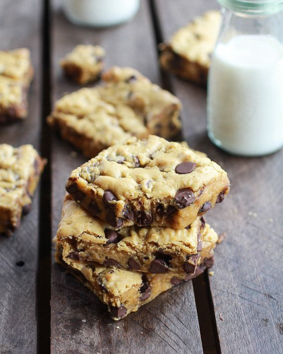 "<strong>Get the <a href=""http://www.halfbakedharvest.com/whole-wheat-chocolate-chip-pumpkin-cookie-bars/"" target=""_blank"">Who"