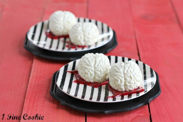 "<strong>Get the <a href=""http://www.1finecookie.com/2012/10/panna-cotta-brains-with-raspberry-blood-sauce/"" target=""_blank"">P"