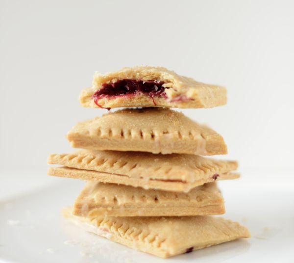 "<strong>Get the <a href=""http://minimalistbaker.com/vegan-berry-pop-tarts/?utm_source=feedburner&utm_medium=feed&utm_campaign"