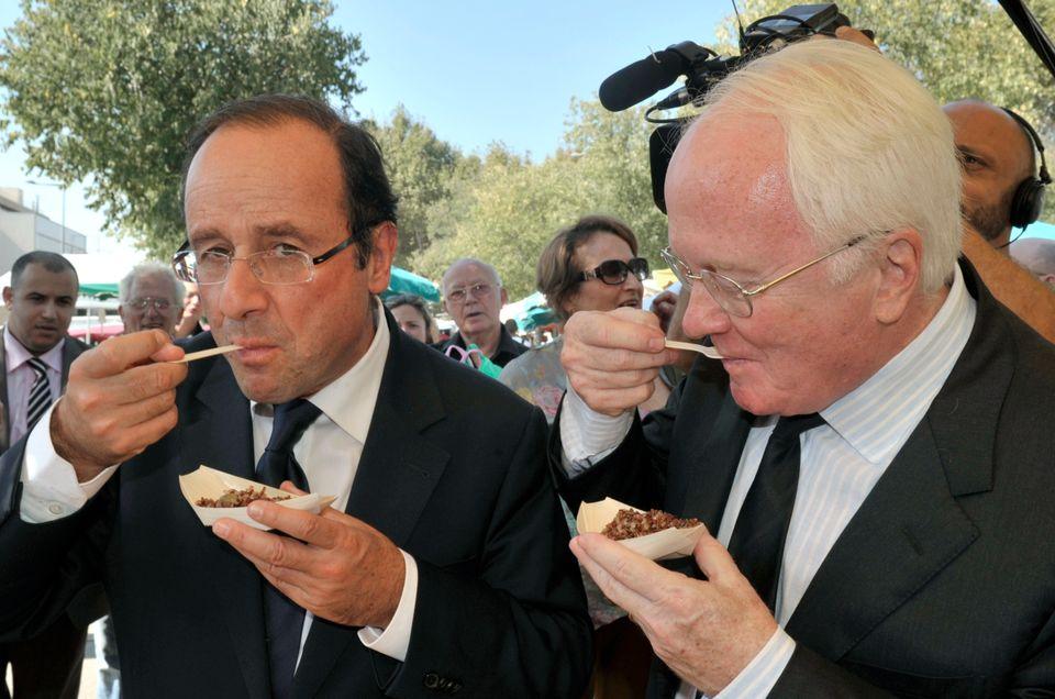 French President Francois Hollande eats organic rice with Provence-Alpes-Cote d'Azur regional presidentMichel Vauzelle