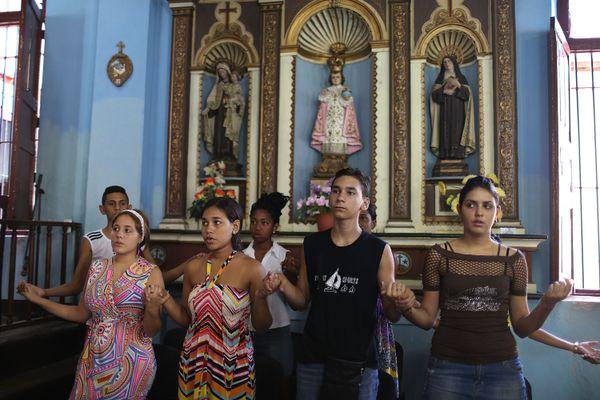 SANTIAGO DE CUBA, CUBA - SEPTEMBER 20:  Parishioners attend a church service as Pope Francis conducts a mass in Havana before