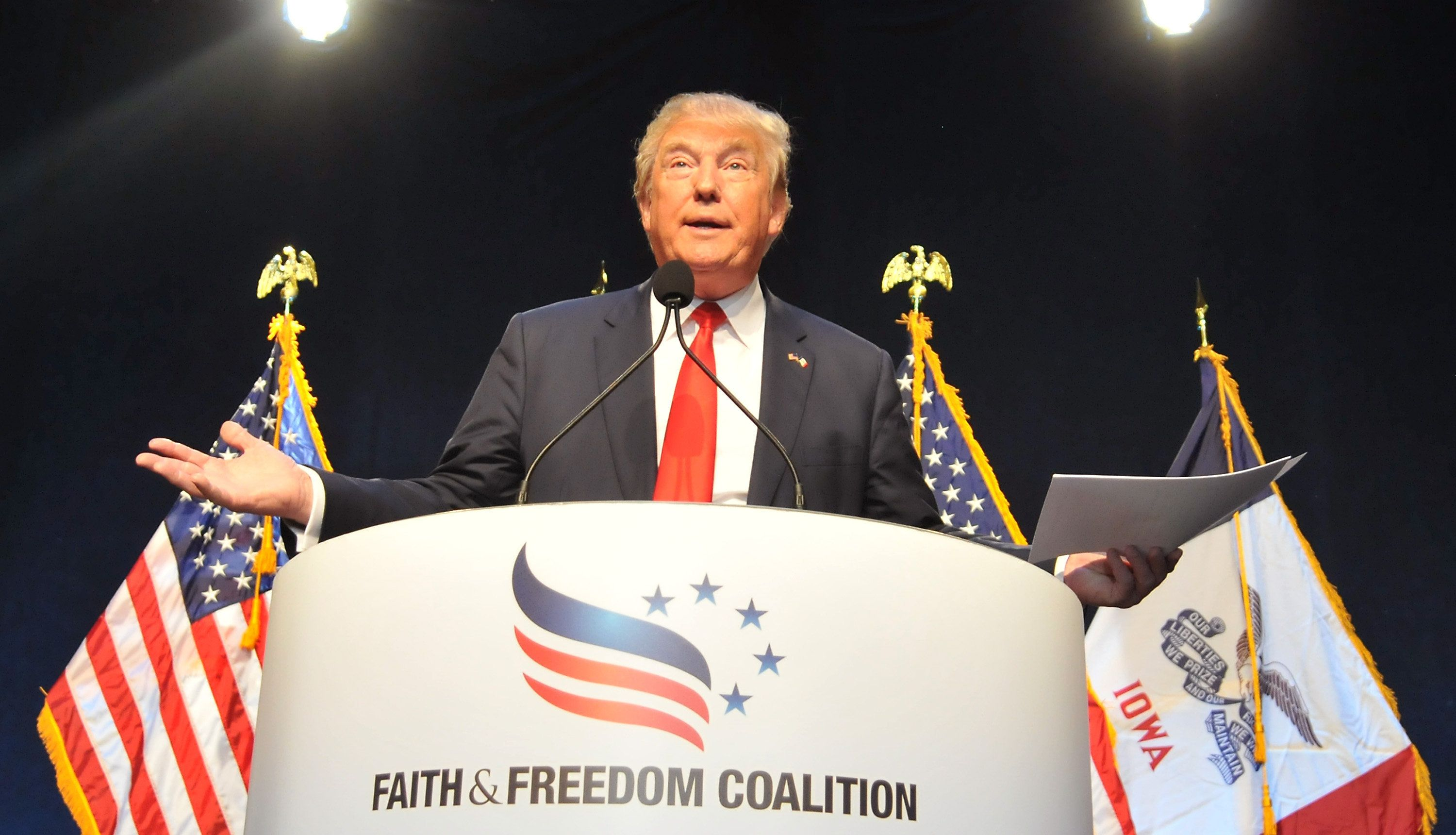 """Republican presidential candidate Donald Trump says he thinks Muslims are """"great people."""""""