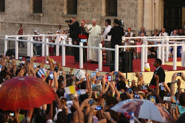 HAVANA, CUBA - SEPTEMBER 20:  Pope Francis waves after making a speech to youngsters following a visit to the Father Felix Va