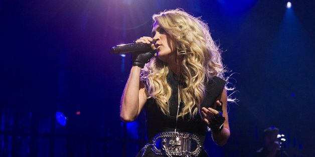 Carrie Underwood Sizzles In Tiny Shorts At Apple Music Festival