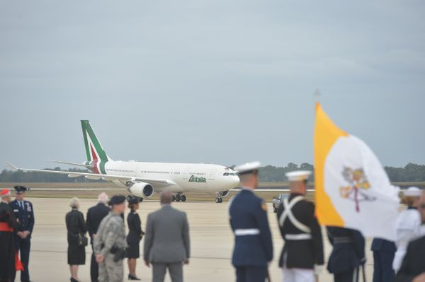 Pope Francis arrives at Andrews Air Force Base in Maryland, September 22, 2015, on the start of a 3-day trip to Washington. P