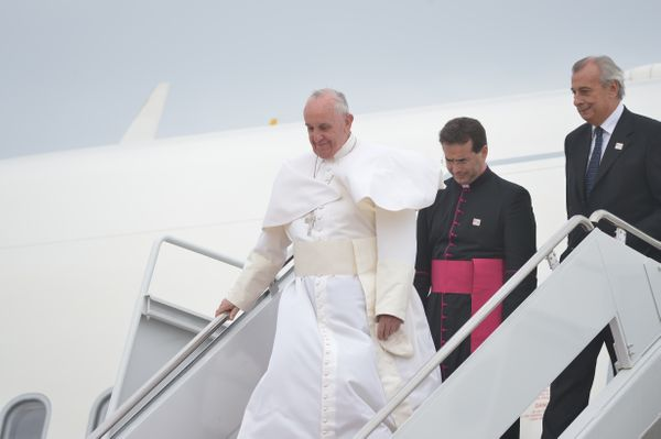 Pope Francis steps off his plane at Andrews Air Force Base in Maryland, September 22, 2015, on the start of a 3-day trip to W