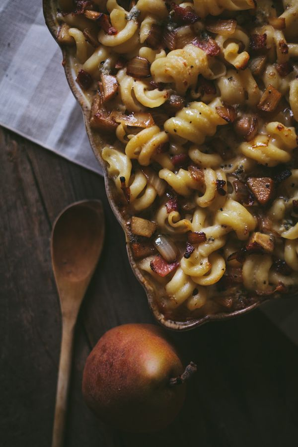 """<strong>Get the <a href=""""http://www.adventures-in-cooking.com/2014/08/bacon-pear-blue-cheese-macaroni-with.html"""" target=""""_bla"""