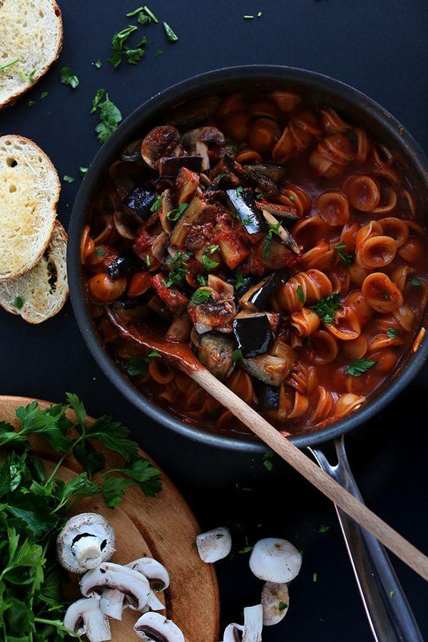 "<strong>Get the<a href=""http://minimalistbaker.com/one-pot-vegan-pasta/"">One Pot Vegan Pasta recipe</a>from Minim"