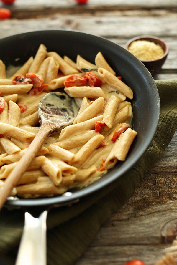 "<strong>Get the<a href=""http://minimalistbaker.com/creamy-vegan-garlic-pasta-with-roasted-tomatoes/"">Creamy Vegan Garli"