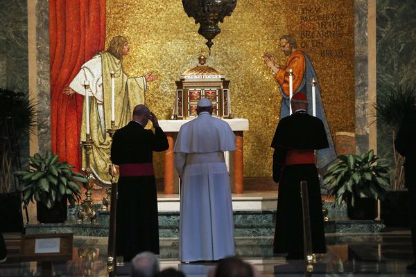 WASHINGTON, DC - SEPTEMBER 23: Pope Francis stands at the altar of the Blessed Sacrament Chapel for a private prayer before p