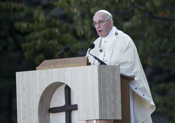 Pope Francis delivers a homily during a Canonization Mass for Rev. Juni­pero Serra at the Basilica of the National Shrine