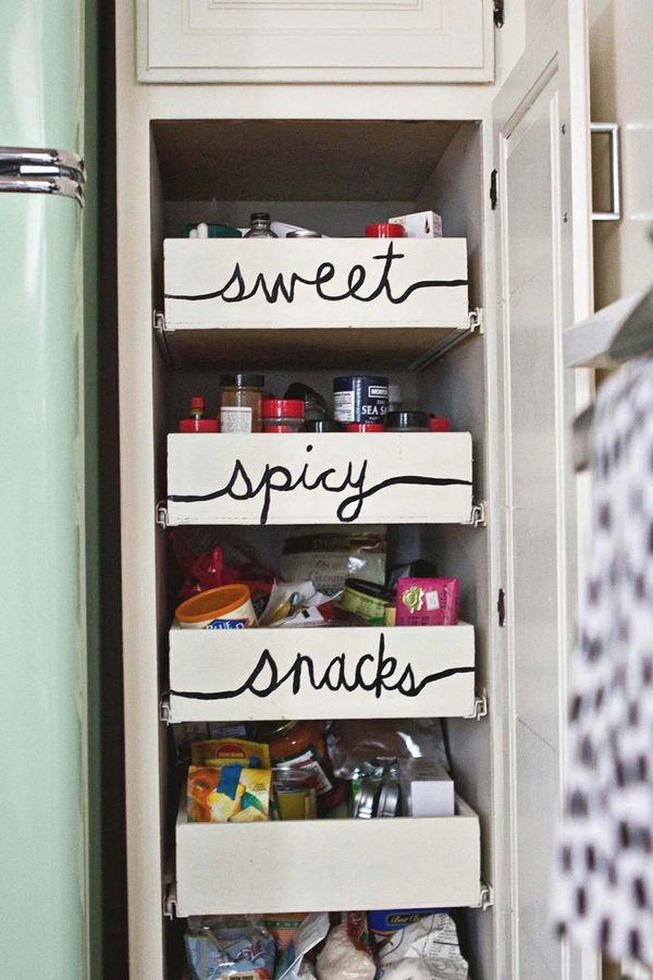 "And no need to pull out the label maker either. Let the <a href=""http://www.abeautifulmess.com/2013/11/home-tour-elsies-kitch"