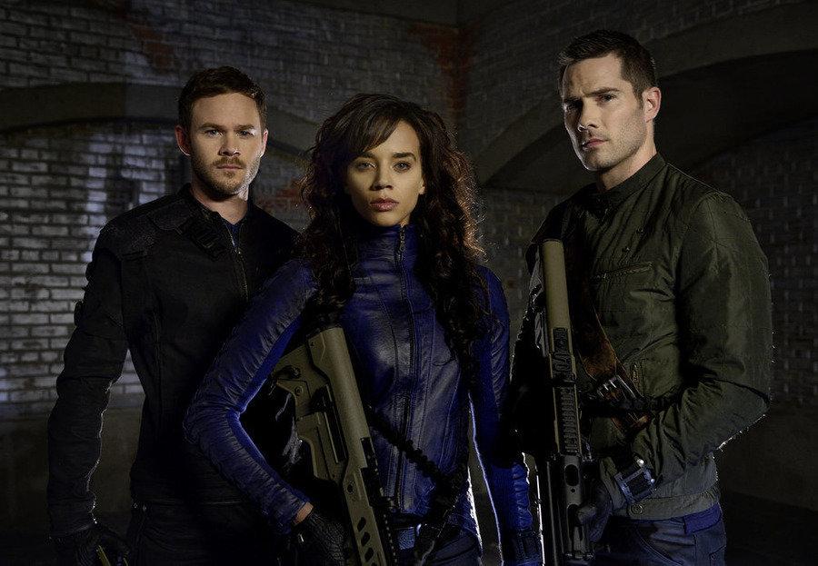 Aaron Ashmore, Hannah John-Kamen and Luke Macfarlane in 'Killjoys.'